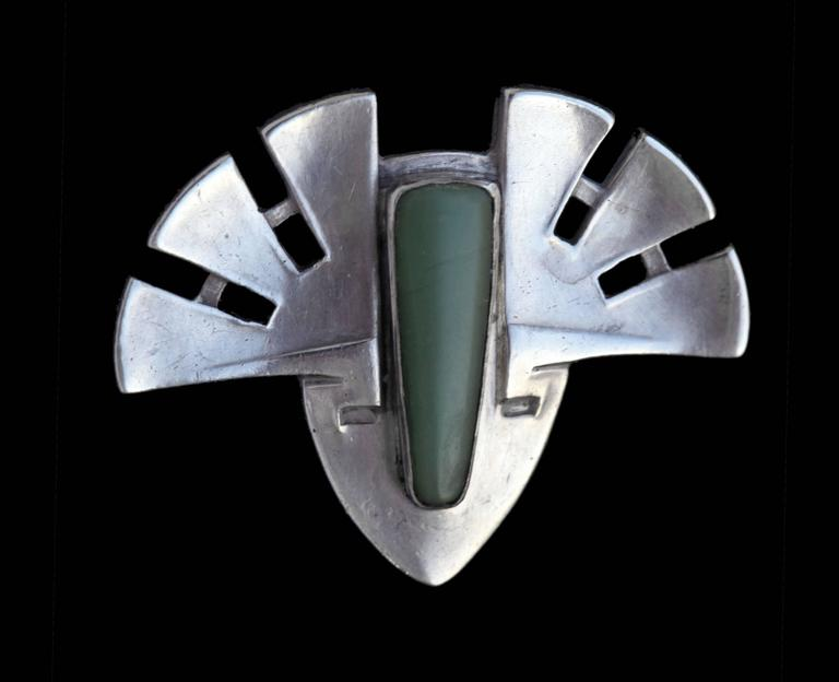 Rare Patriz Huber Jugendstil brooch for Theodor Fahrner & Murrle Bennett & Co. A very successful example of one of Huber's masterly abstract designs applied to an Aztec mask.  Literature: cf. Theodor Fahrner Schmuck, Schmuckmuseum,