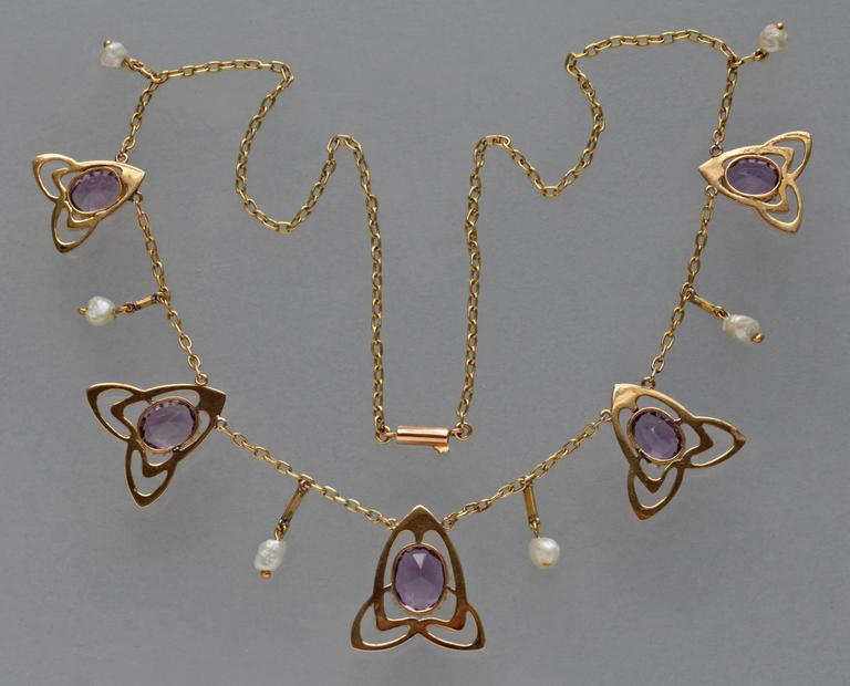 Archibald Knox Liberty & Co Amethyst Gold Necklace In Excellent Condition For Sale In London, GB