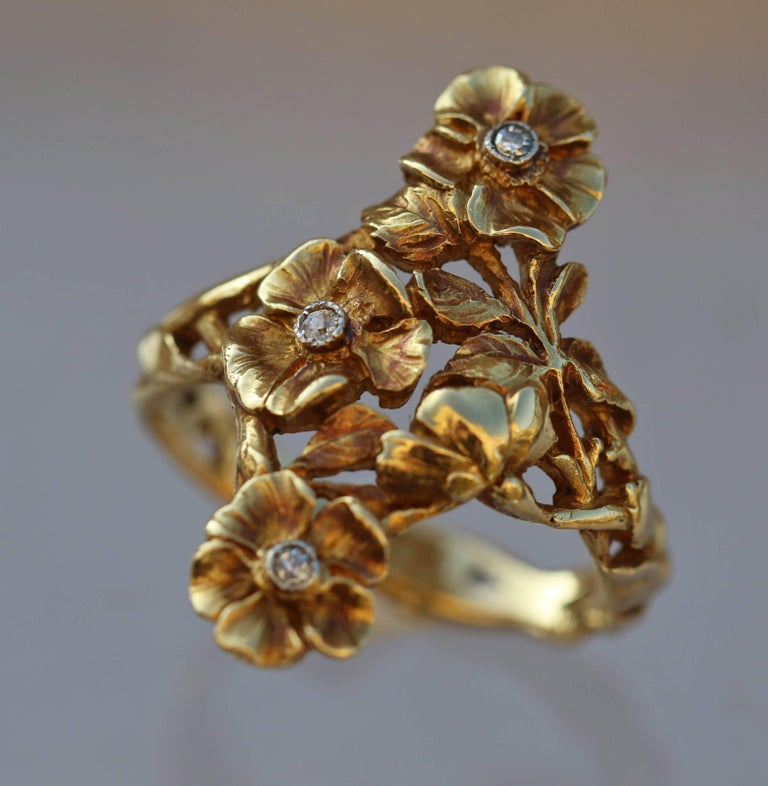 Women's or Men's Art Nouveau Wild Rose Ring in Gold and Diamond Attributed to Georges Le Turcq For Sale