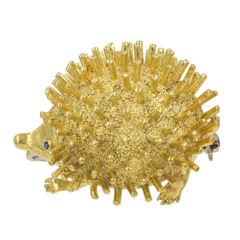 Very Cute  Gold Hedgehog Brooch In Excellent Condition For Sale In Summerland, CA