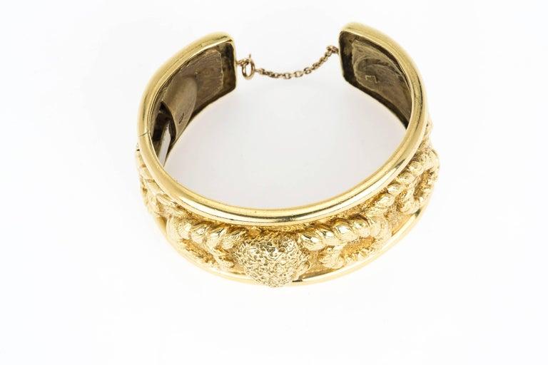 18 Karat Gold Aries Ram's Head Cuff Bracelet In Excellent Condition For Sale In Summerland, CA
