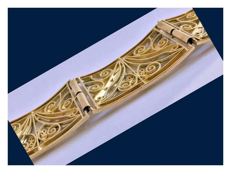 Art Nouveau 18K three colour gold Bracelet, France C.1900 In Good Condition For Sale In Toronto, ON