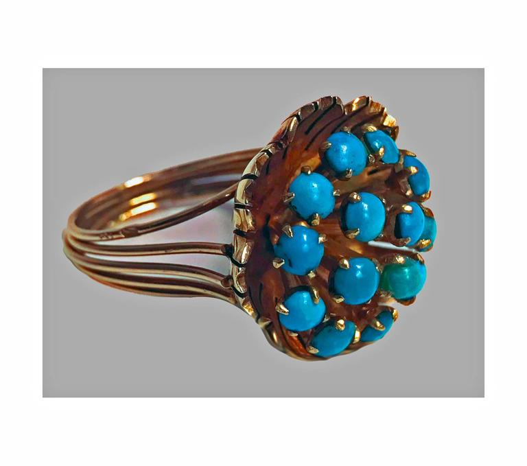 1960s Turquoise Cluster Gold Butter Cup Design Ring In Good Condition For Sale In Toronto, ON
