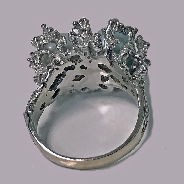 Abstract Modern Nugget Emerald Pearl White Gold Ring circa 1970 For Sale 1