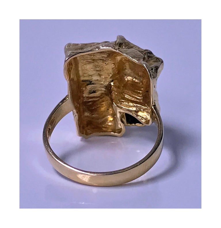 Women's or Men's 1970s Scandinavian Gold and Emerald Abstract Ring For Sale