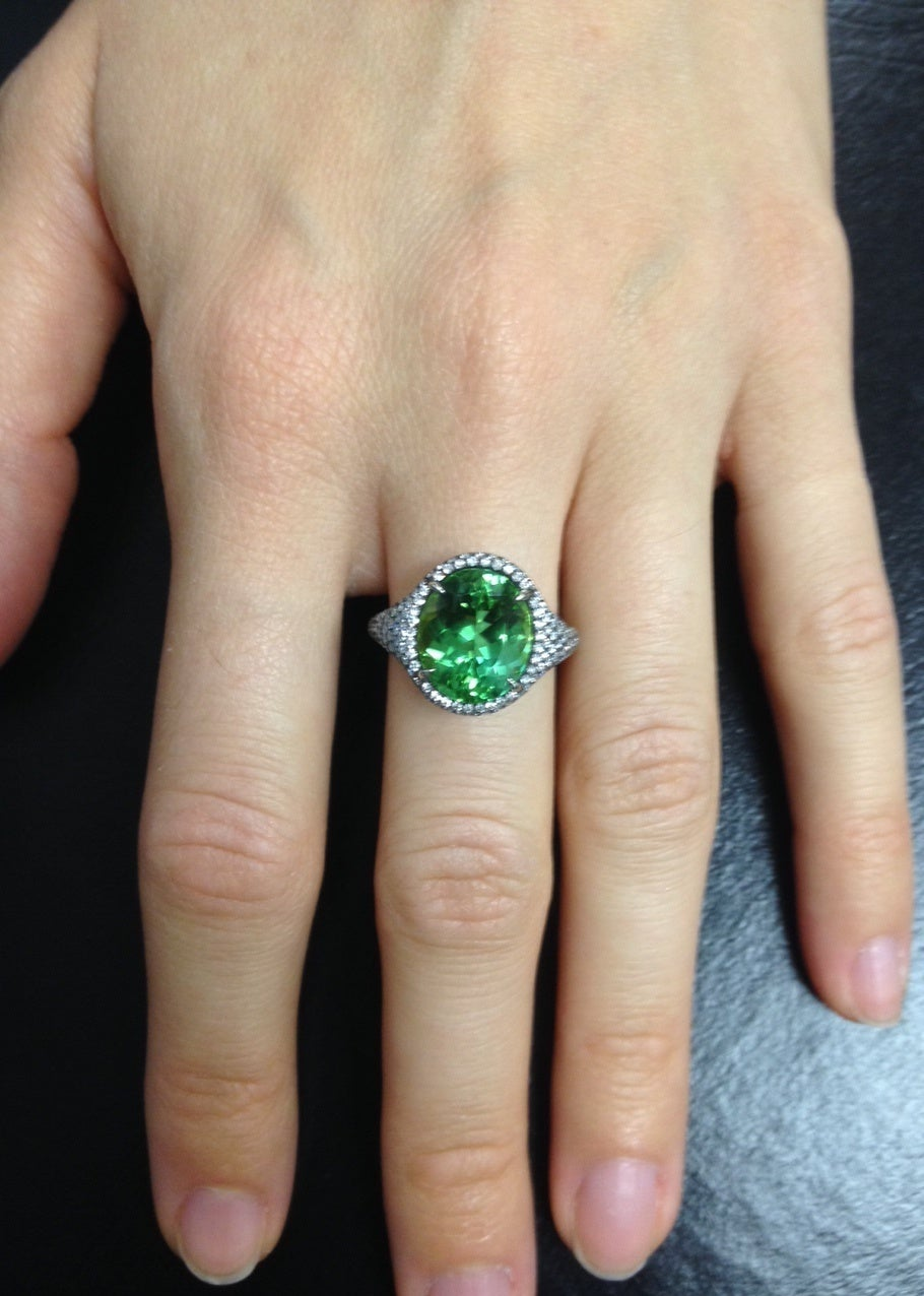 Tamir 5.40 Carat Mint Green Tourmaline Diamond Ring In As New Condition For Sale In Beverly Hills, CA