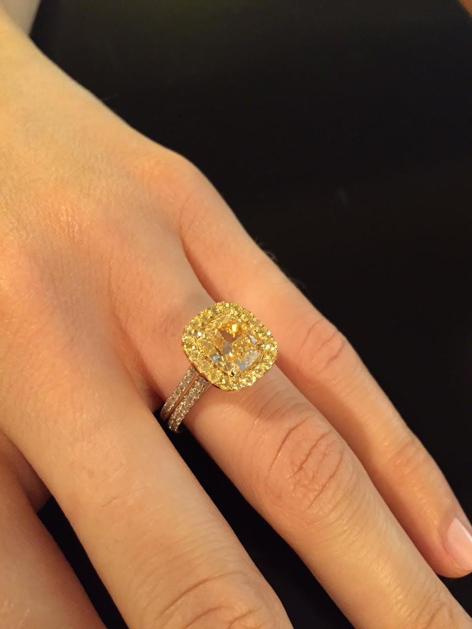 Women's Yellow Diamond Ring 2.40 Carat GIA Certified For Sale