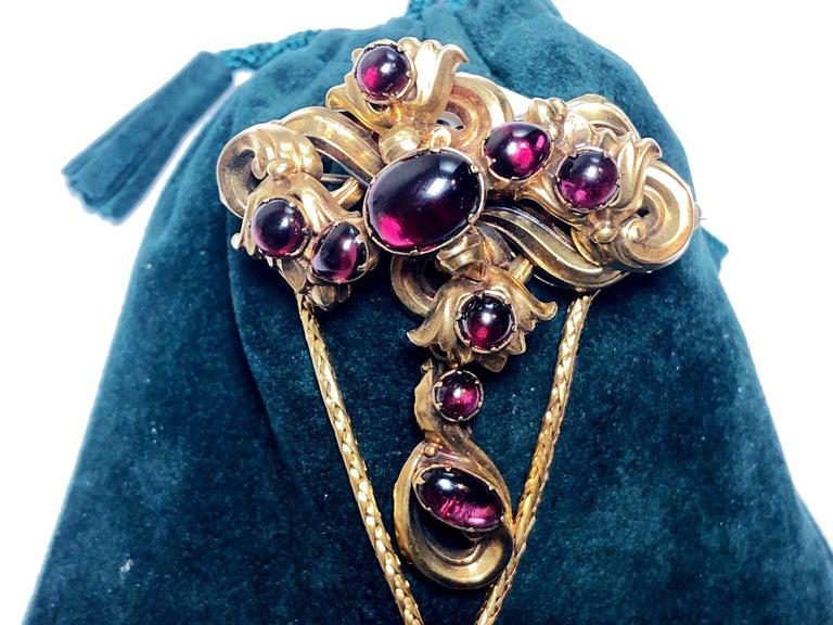 Victorian Cabochon Garnet Set Gold Brooch For Sale 1