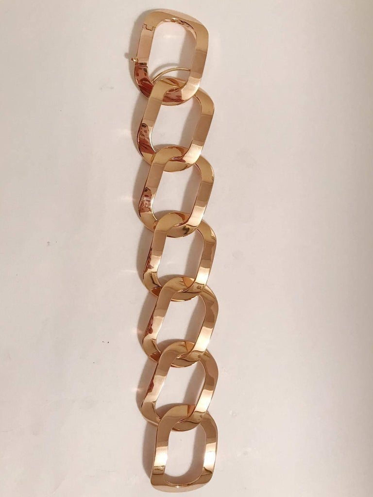 18kt Rose Gold Oval Link Bracelet with hinge clasp.  This bracelet can be made with any color gold and can be sized to any wrist.   Please let me know if you have any questions  Best, Christina
