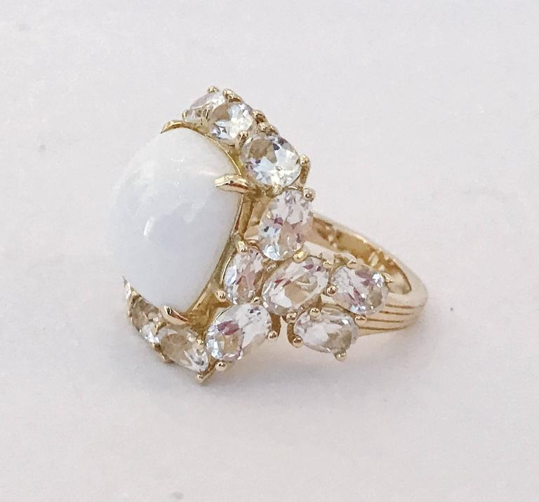 Contemporary White Jade and White Topaz Yellow Gold Classic Cocktail Ring For Sale