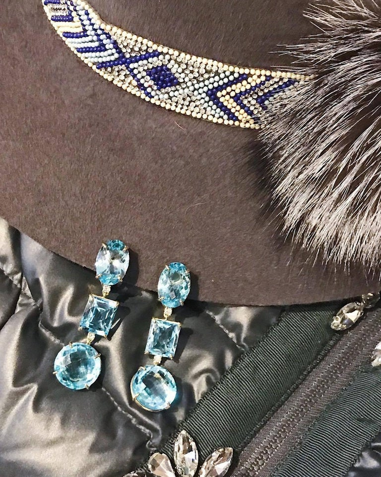 18 Karat Yellow Gold Three Drop Earring with Blue Topaz and Diamond In New Condition For Sale In New York, NY