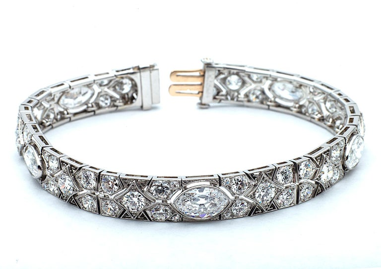 Cartier Magnificent Art Deco Diamond Platinum Bracelet In Excellent Condition For Sale In Greenwich, CT