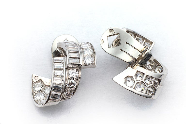 Art Deco Diamond Platinum Ribbon Earrings In New Condition For Sale In Greenwich, CT