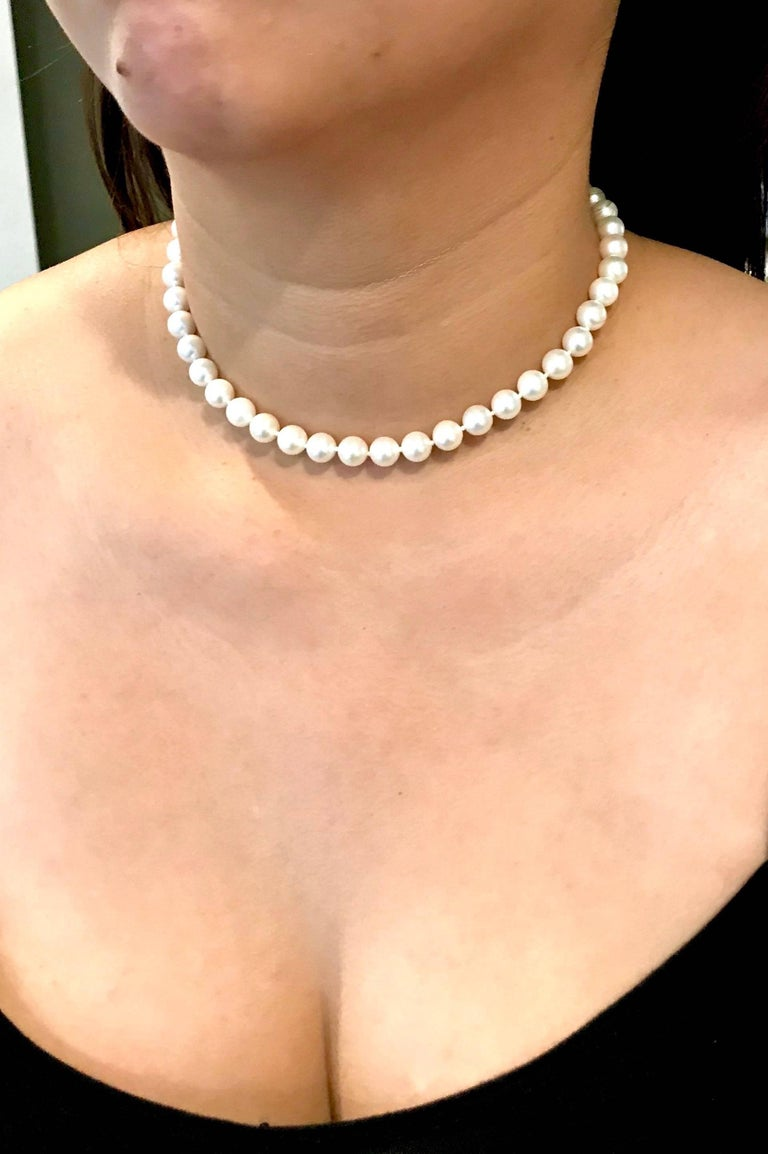Beautiful Choker Strand of Japanese Cultured Pearls In As New Condition For Sale In Newport Beach, CA
