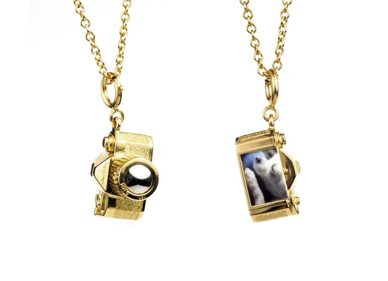 Julius Cohen Gold and Platinum Vintage Camera Charm Necklace In New Condition For Sale In Brooklyn, NY