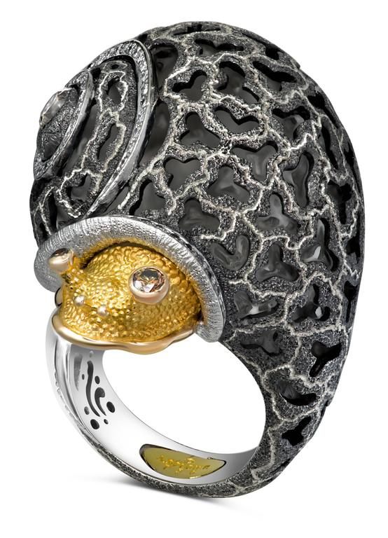 Alex Soldier uses snails as an allegory for slowing down and enjoying life. He has created more than 25 jewel encrusted snails, each unique and one-of-a-kind. It became an instant classic and one of the brand's signature heirlooms with the quality