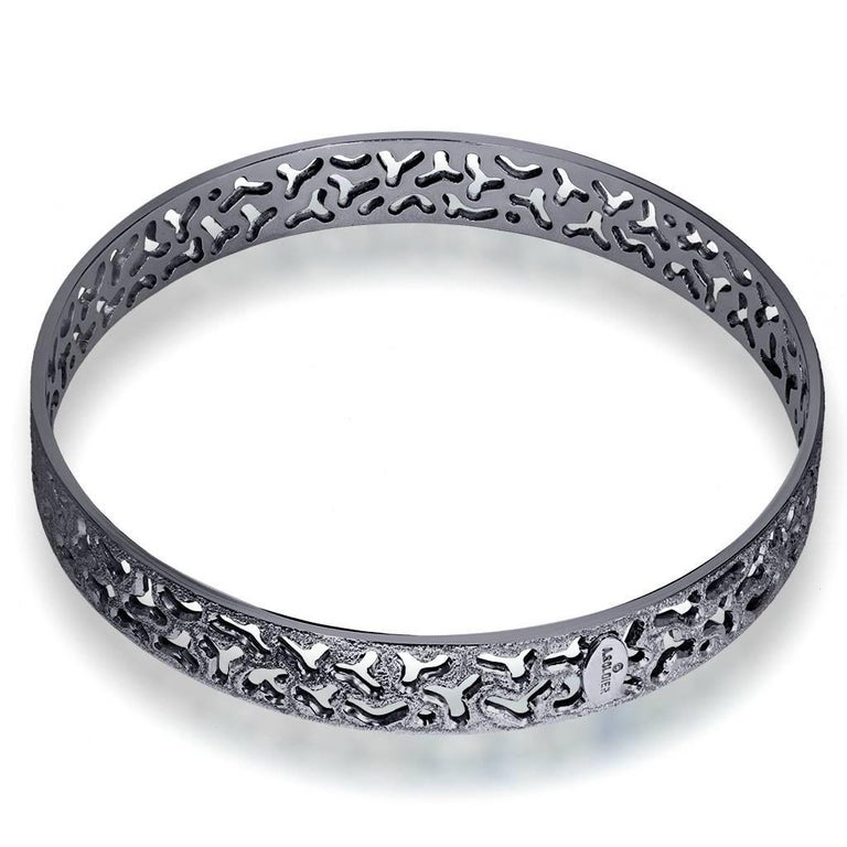 Alex Soldier's Bangle Love collection offers a versatile selection of stackable bracelets decorated with the Master's signature metalwork that creates an effect of inner sparkle within each of its unique pattern. Handmade with love in NYC from