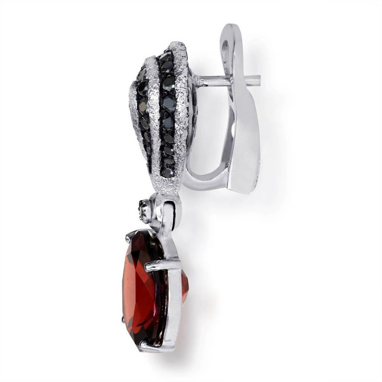 Oval Cut Garnet Spinel Gold Drop Textured Earrings One of a Kind For Sale