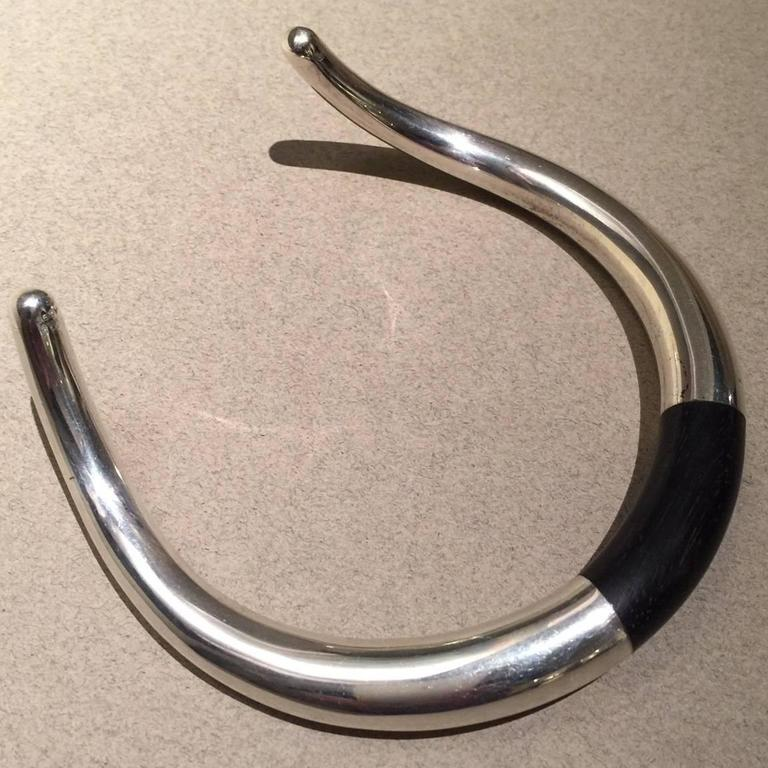 Georg Jensen Ebony & Sterling Silver Neck Ring No. A29A by Anne Ammitzbøll  In Excellent Condition For Sale In San Francisco, CA