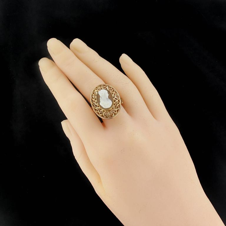 Early 20th French Antique Gold Cameo Ring  In Excellent Condition For Sale In Poitiers, FR
