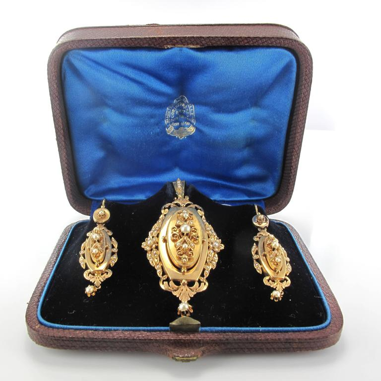 French Napoleon III Fine Pearl Gold Dangle Earrings and Pendant Parure  2