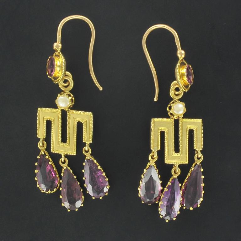 Earrings in 18 carat yellow gold, eagle head hallmark.