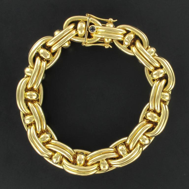 1970s French Caplain Bijoux Yellow gold anchor chain bracelet 2