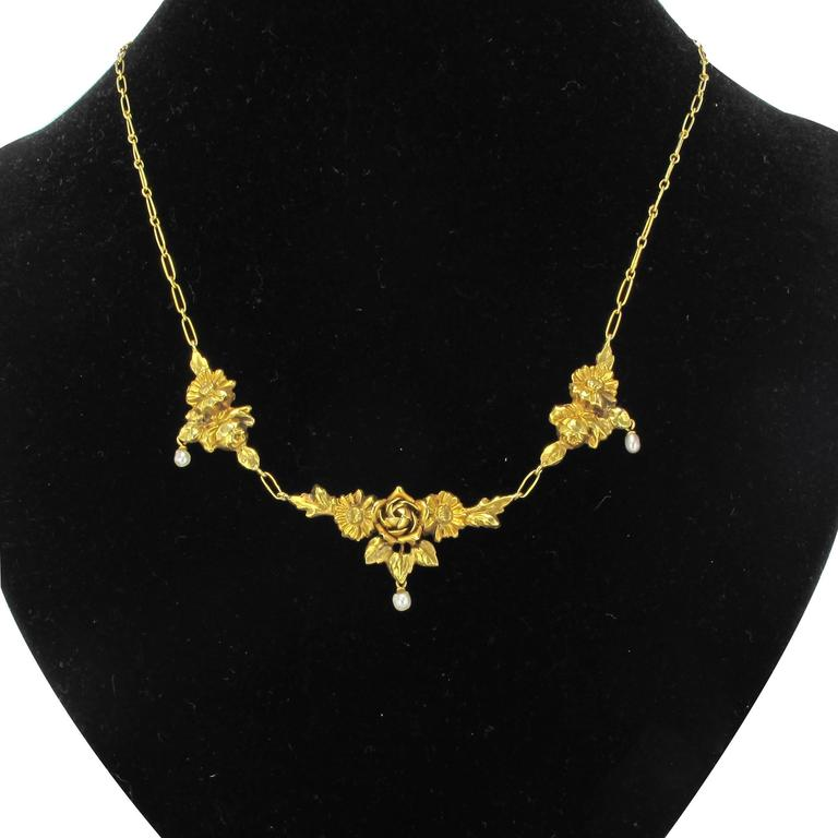 French 1900s Roses and Natural Pearl Gold Necklace  2