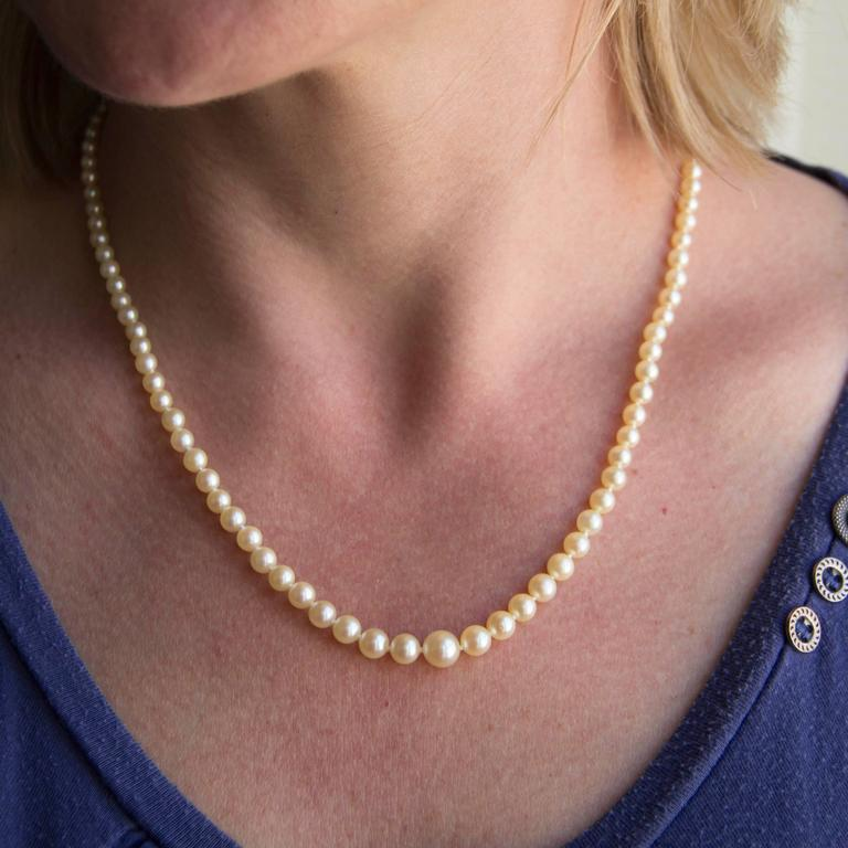Art Deco 1930s Japanese Cultured Round White Pearl Necklace For Sale