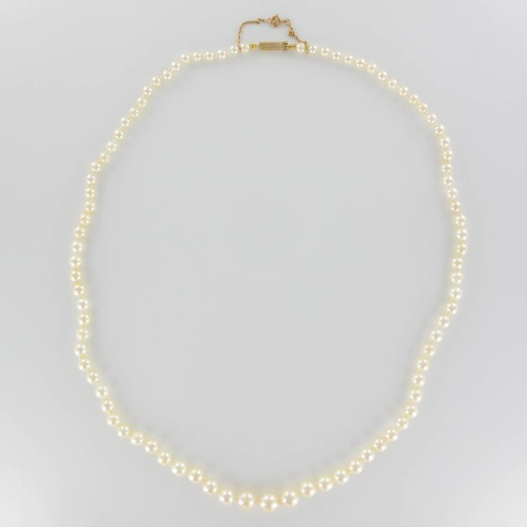 1950s Japanese Cultured Round White Pearl Necklace For Sale 1