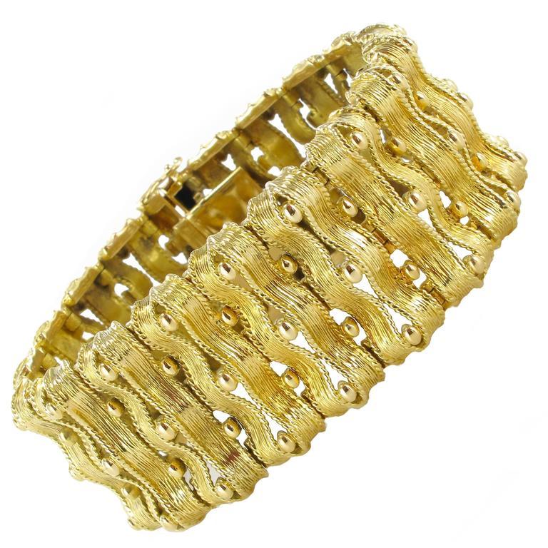 1960s French Chiseled Gold Ribbon Bracelet