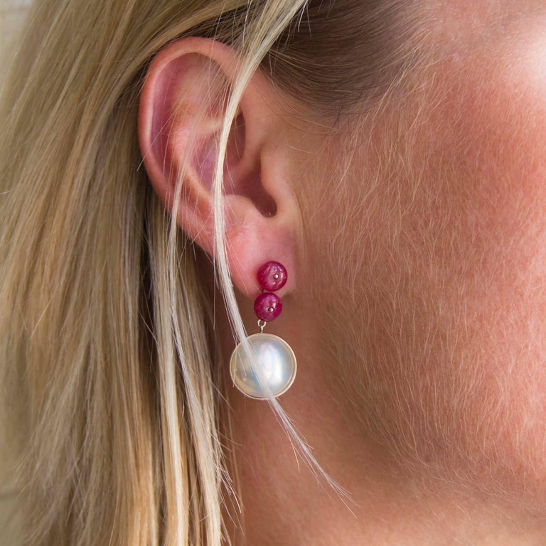 Modern Baume 8.50 Ruby South Seas Mabé Pearl White Gold Dangle Earrings For Sale
