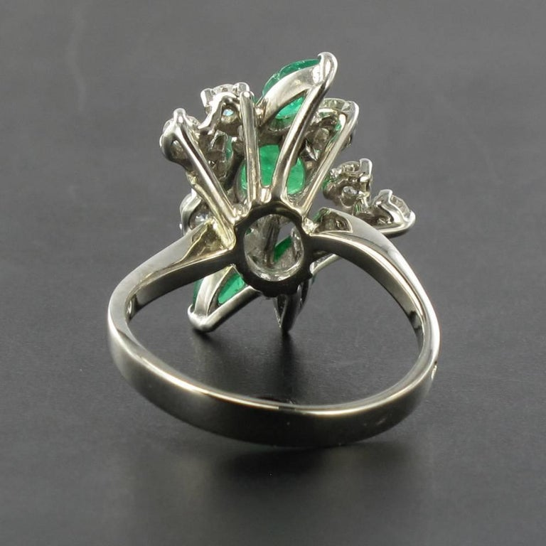 Women's French 1970s Emerald Diamond 18 Carat White Gold Ring For Sale