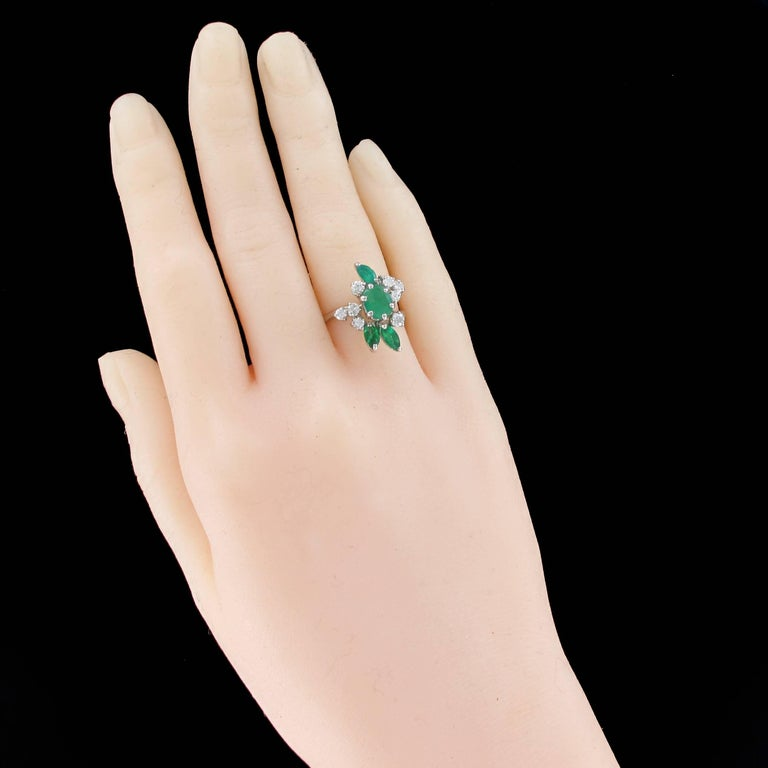 Retro French 1970s Emerald Diamond 18 Carat White Gold Ring For Sale