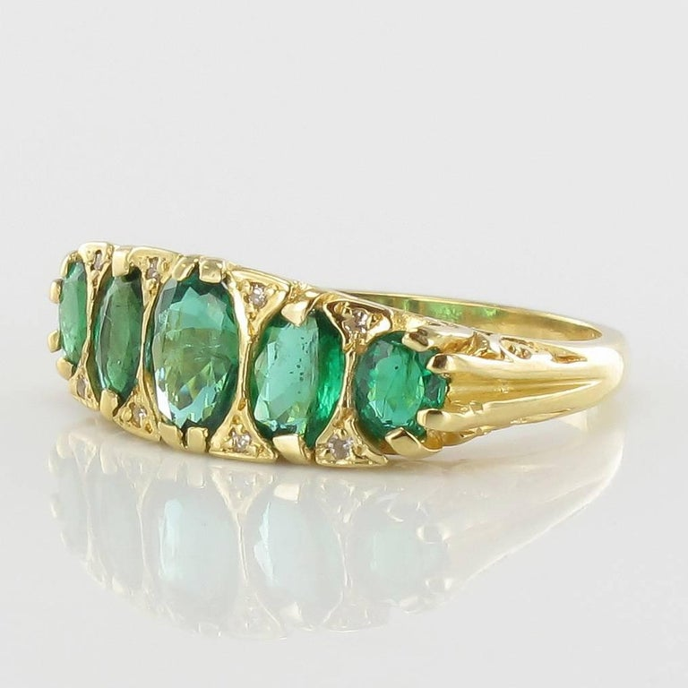 1900s Edwardian 1.66 Carat Emerald Diamond Yellow Gold Ring In Excellent Condition For Sale In Poitiers, FR
