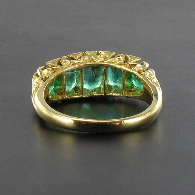 1900s Edwardian 1.66 Carat Emerald Diamond Yellow Gold Ring For Sale 1