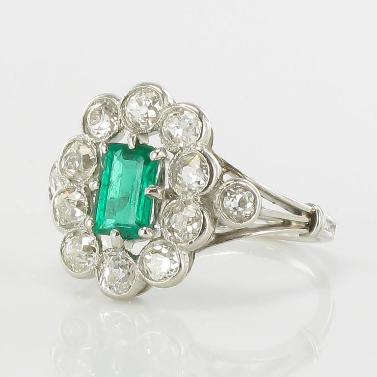 Belle Époque French 1900s Emerald Diamond 18 Carat White Gold Cluster Ring For Sale