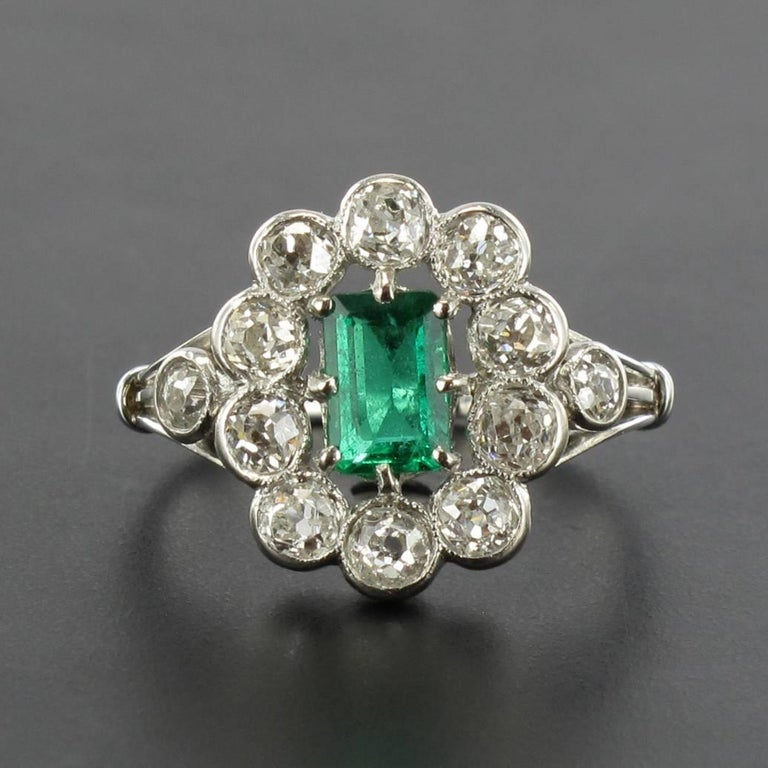 Women's French 1900s Emerald Diamond 18 Carat White Gold Cluster Ring For Sale