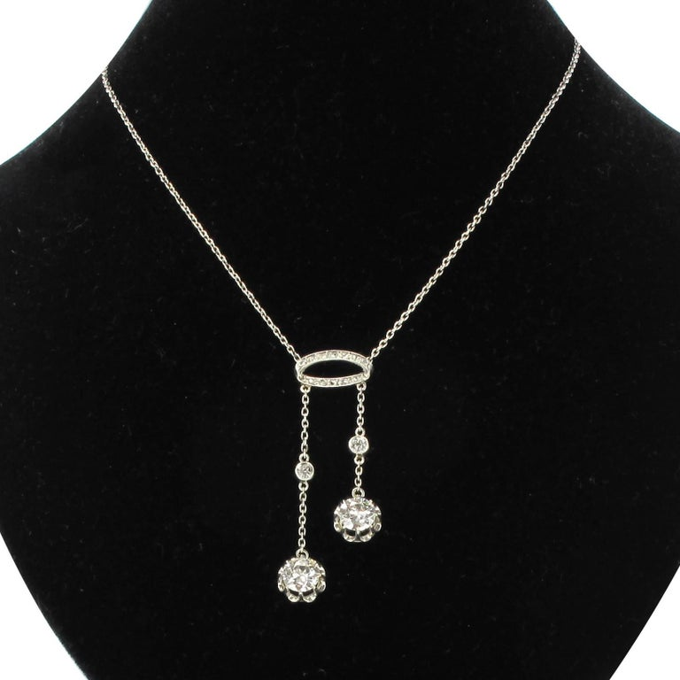 Necklace in 18 carats white gold, eagle head hallmark and platinum, dog head hallmark.  This splendid diamond necklace is made of a 18 carat white gold chain retaining on the front an oval shaped motif set with rose cut diamonds which are