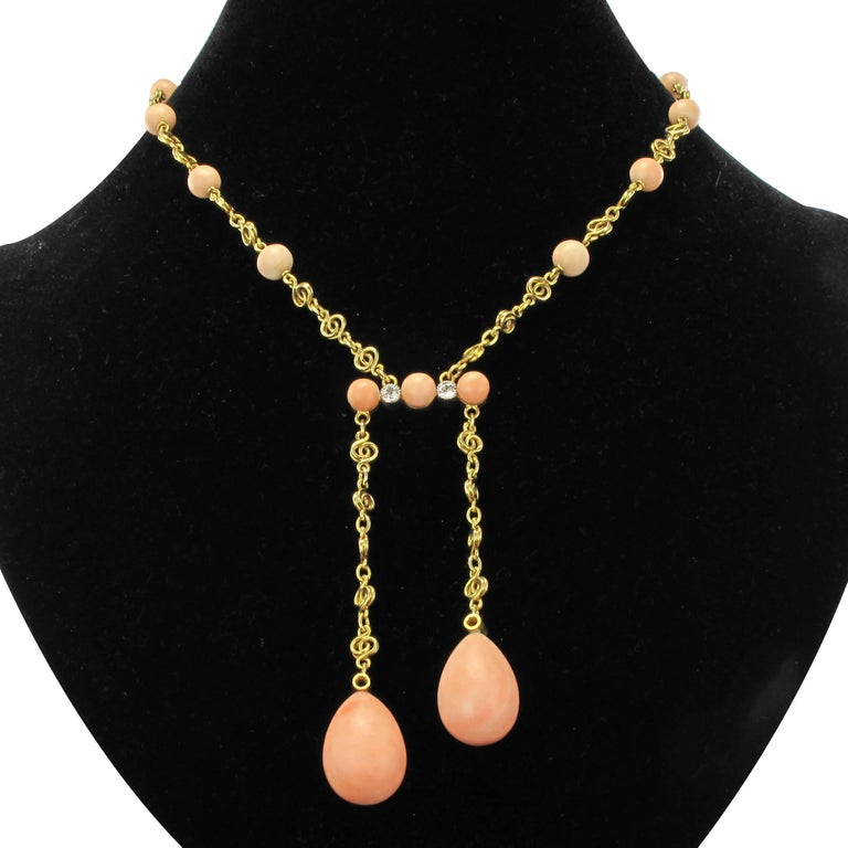 Necklace in 18 carat yellow gold.  This splendid and rare necklace
