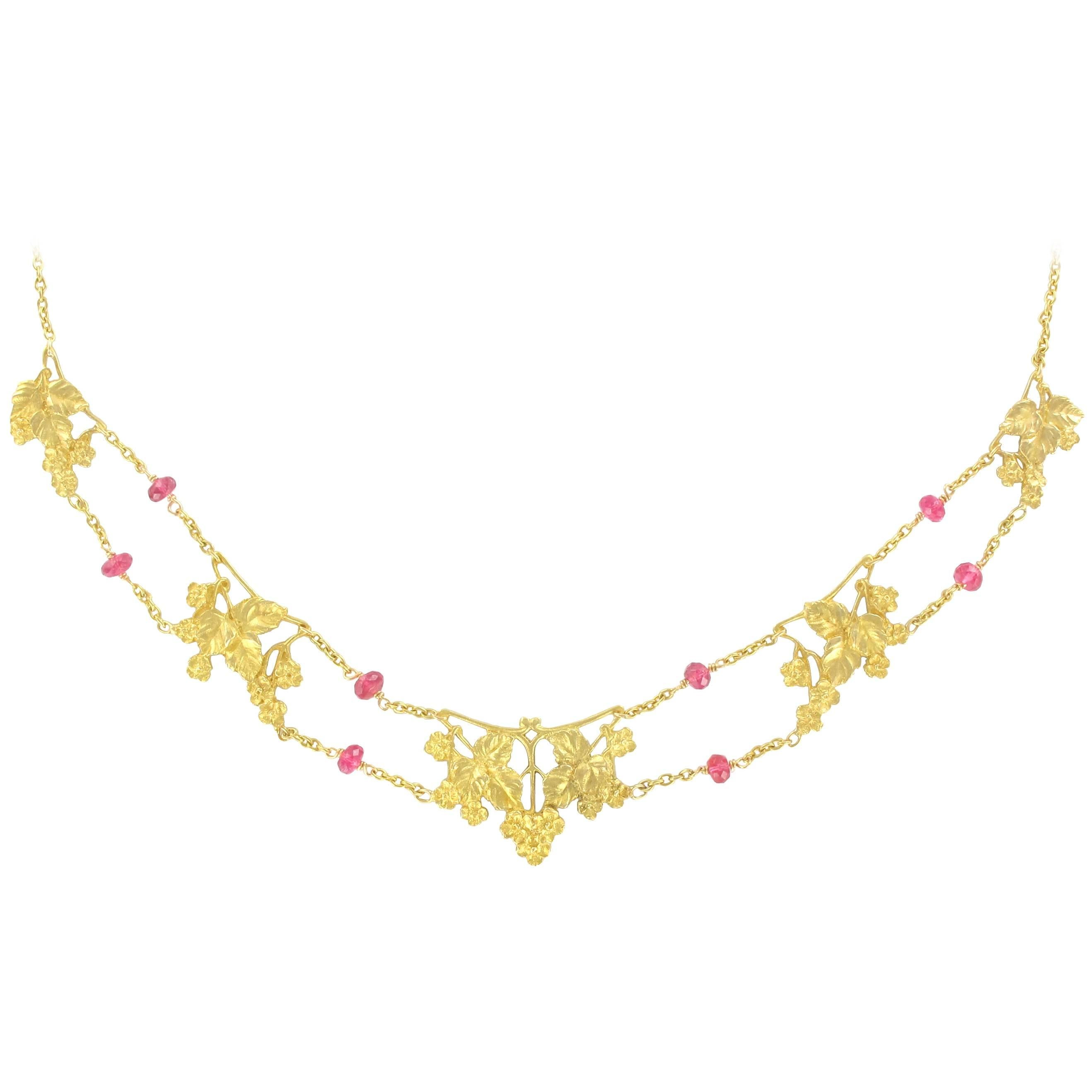 French 1950s 18 Carat Yellow Gold Pink Spinel Beads Drapery Necklace