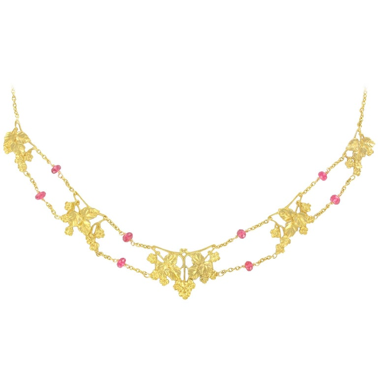 French 1950s 18 Carat Yellow Gold Pink Spinel Beads Drapery Necklace For Sale