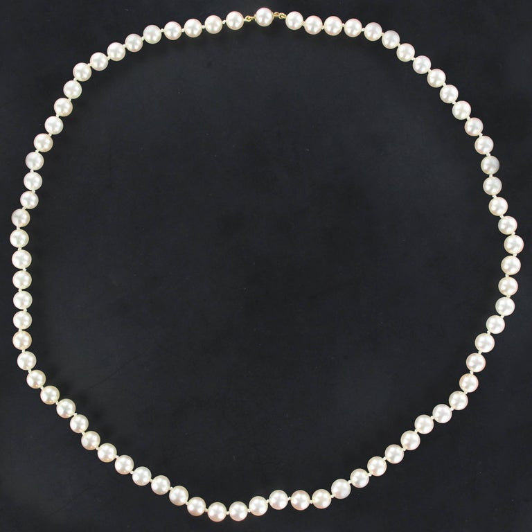 Necklace made of Japanese white cultured pearls falling. The clasp is hidden in an oval pearl at the end. It comes with a safety chain with 18 carat white gold spring ring. Length: 58 cm Diameter of the pearls: 6.5 / 7 mm. Total weight: about 33