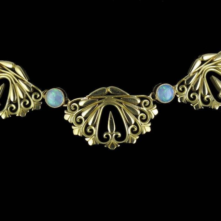 1900s French Opal Gold Drapery Necklace  In Excellent Condition For Sale In Poitiers, FR