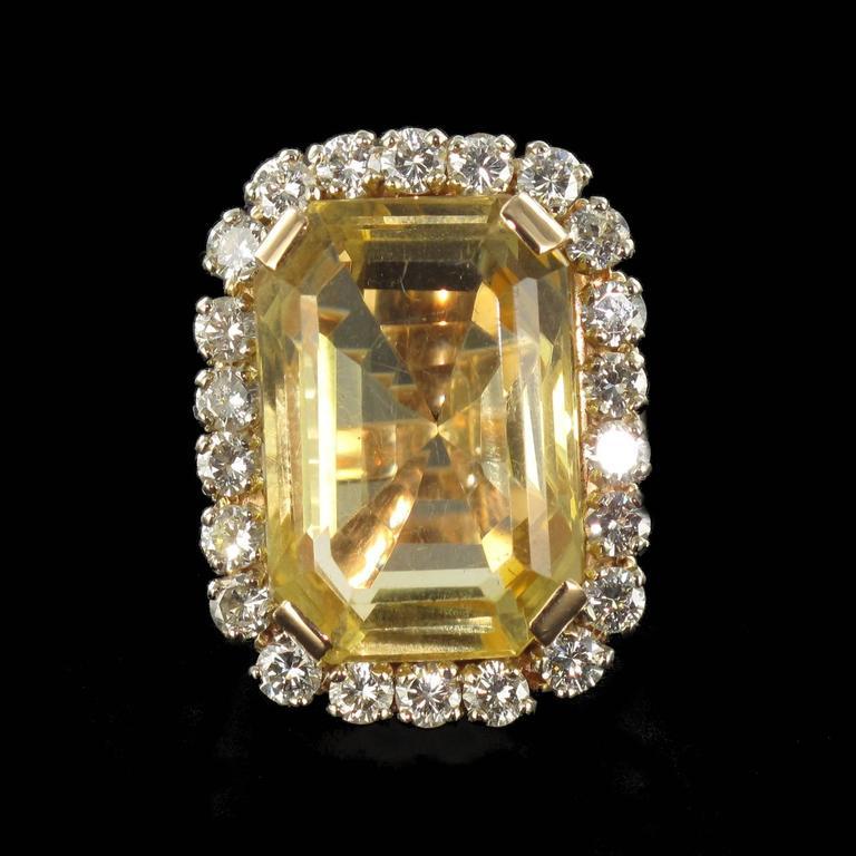 Splendid 1960s 22.85 carat Citrine 2.65 carat Diamond 18 carat Gold Ring 2