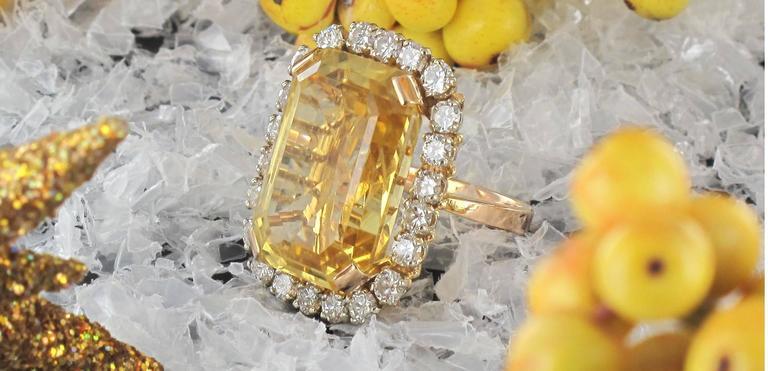 Splendid 1960s 22.85 carat Citrine 2.65 carat Diamond 18 carat Gold Ring 6