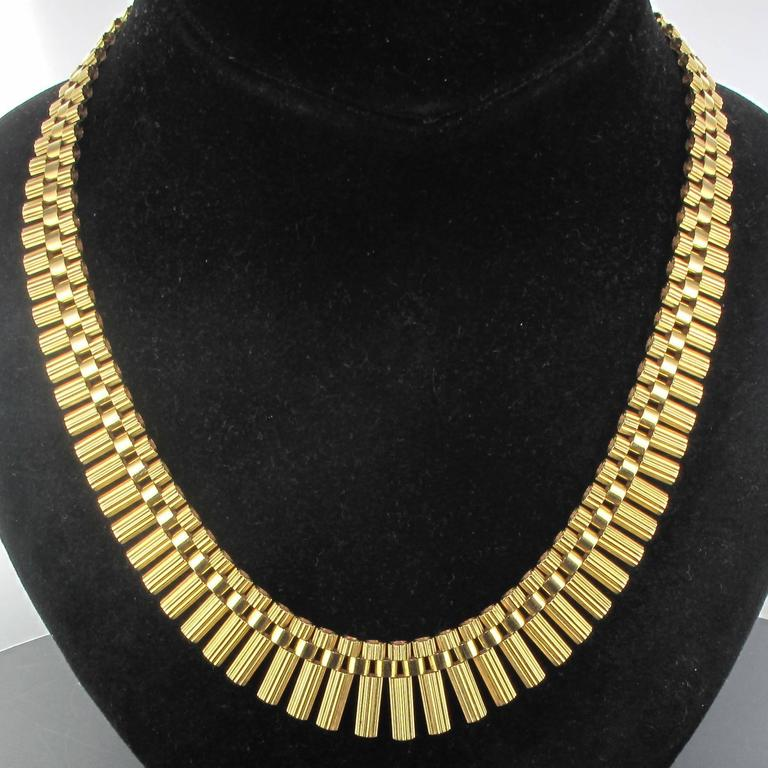 French Gold necklace For Sale 4