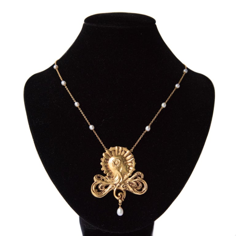 French Art Nouveau Pearl Gold Necklace Featuring a Woman's Head  For Sale 2