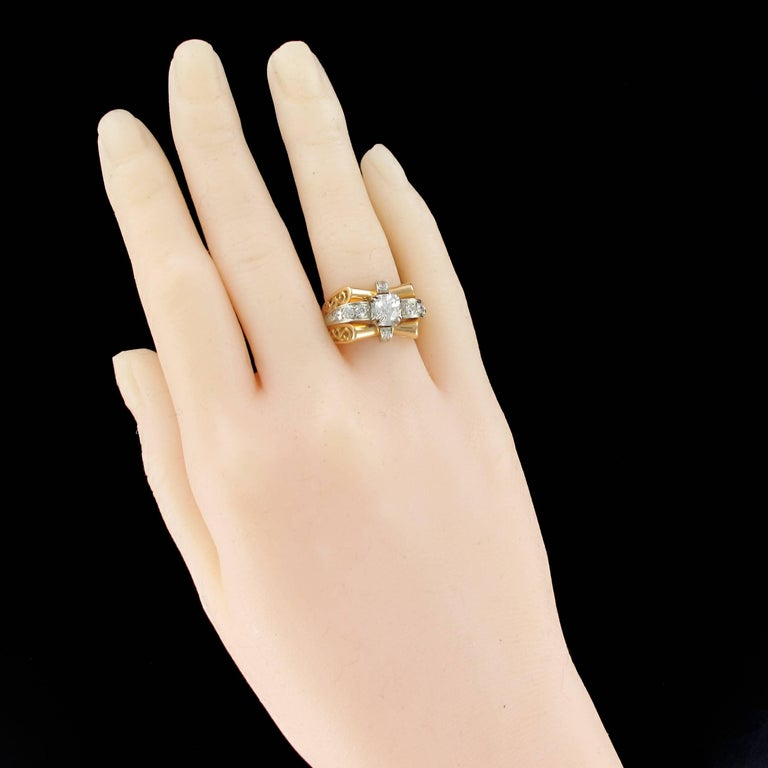 Ring in 18 carat yellow gold and platinium, eagle and dog heads hallmark. 