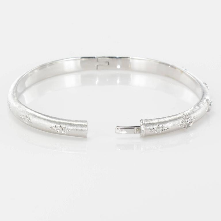 Brushed Diamond Bangle Bracelet In New Condition For Sale In Poitiers, FR